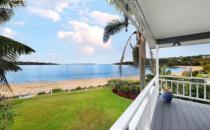 悉尼的度假屋热潮在Bundeena海岸崩溃房屋销售达800万美元